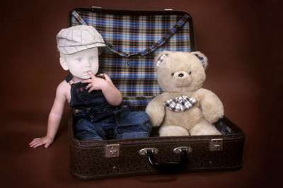Kid template for Photoshop - In the suitcase