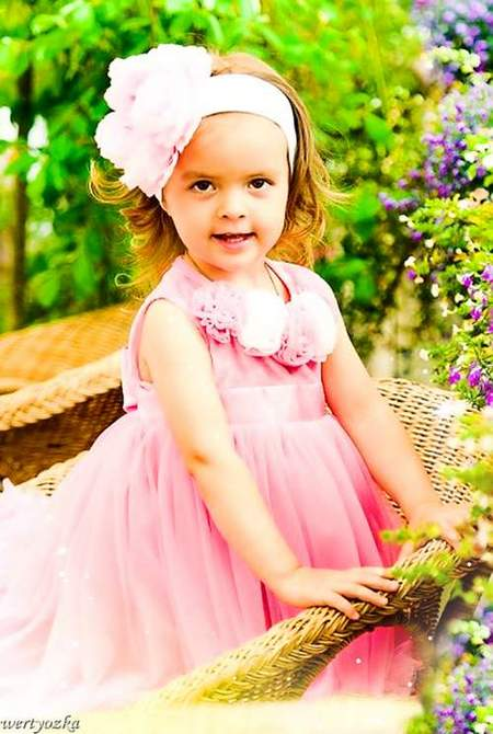 Child's psd template is Girl in the pink clothes