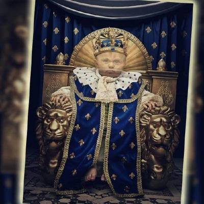 Free psd template children's - PSD costume Little king on his throne