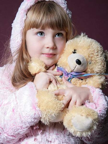 Children's psd template for photoshop - Girl in a pink coat with Teddy bear ( free psd file, free download )